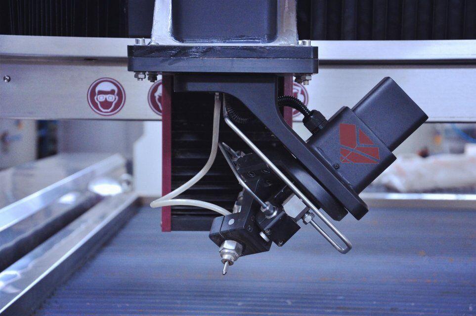 3D 5axis head.jpg que corta waterjet